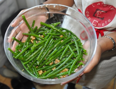 Green beans in walnut oil - quick, easy and delicious!