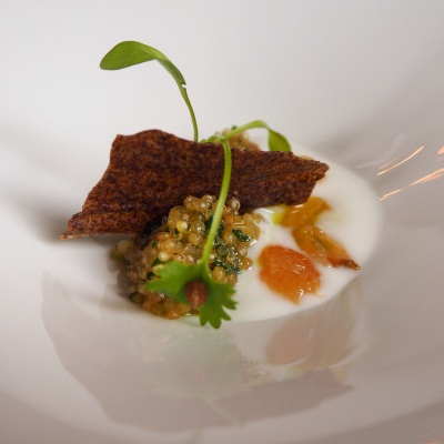 Smoked quinoa with sultanas