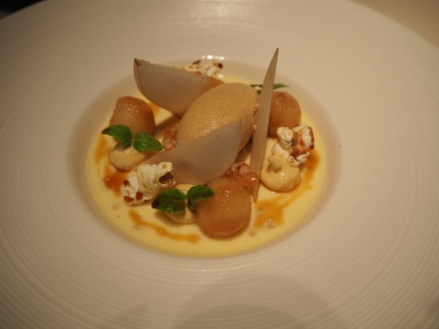 Caramelised pear, popcorn, crispy rice